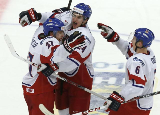 Czech Republic's Michal Plutnar (L) celebrates his goal against Canada with teammates Jakub Vrana and Ronald Knot during the second period of their IIHF World Junior Championship ice hockey game in Malmo, Sweden, December 28, 2013. REUTERS/Alexander Demianchuk (SWEDEN - Tags: SPORT ICE HOCKEY)
