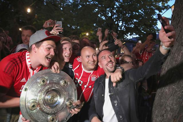 Bayern Munich's Franck Ribery celebrates with supporters winning the Bundesliga trophy at the Nockherberg beer garden in Munich, Germany, May 12, 2018. Picture taken May 12, 2018. Alexander Hassenstein/Pool via Reuters