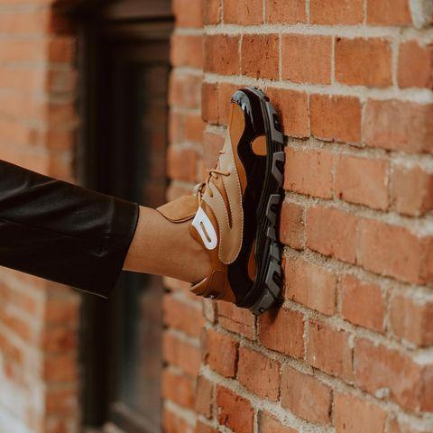 """<p>This unisex sneaker references the Motown era in its nostalgic, retro style. With rich caramel hues and a splash of patent finish, these are comfortable without losing out on style. </p><p><a class=""""link rapid-noclick-resp"""" href=""""https://debose.com/"""" rel=""""nofollow noopener"""" target=""""_blank"""" data-ylk=""""slk:SHOP NOW"""">SHOP NOW</a></p><p><a href=""""https://www.instagram.com/p/CH8zseolfrM/"""" rel=""""nofollow noopener"""" target=""""_blank"""" data-ylk=""""slk:See the original post on Instagram"""" class=""""link rapid-noclick-resp"""">See the original post on Instagram</a></p>"""