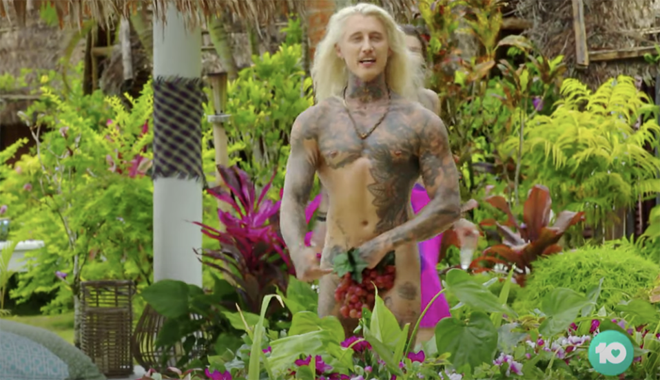 Ciarran Stott arrives on Bachelor In Paradise naked