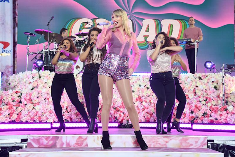 "NEW YORK, NEW YORK - AUGUST 22: Taylor Swift performs on ABC's ""Good Morning America"" at SummerStage at Rumsey Playfield, Central Park on August 22, 2019 in New York City. (Photo by Kevin Mazur/Getty Images for ABA)"