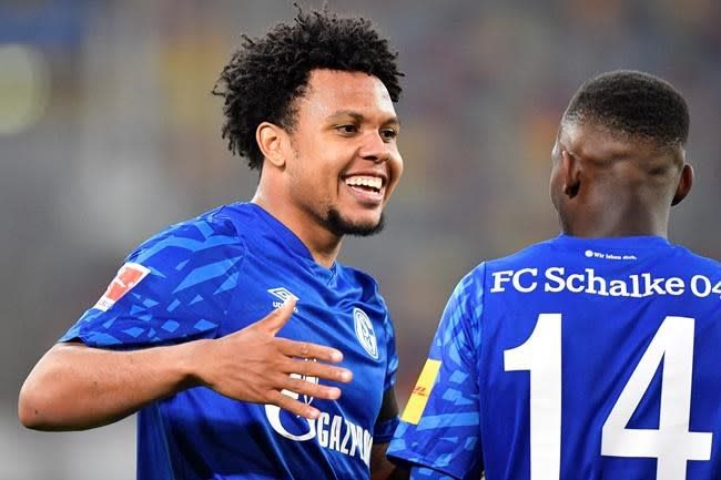 McKennie opens his 1st news conference with Italian flair