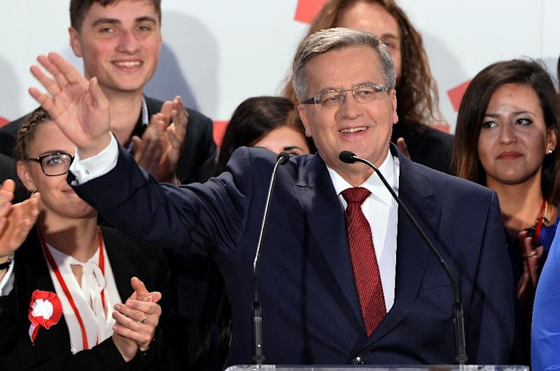 Polish President Bronislaw Komorowski reacts after the announcement of the exit poll results of the second round of the presidential election in Warsaw, on May 24, 2015 (AFP Photo/Janek Skarzynski)