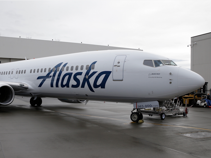 Perfect Alaska Airlines Boeing 737