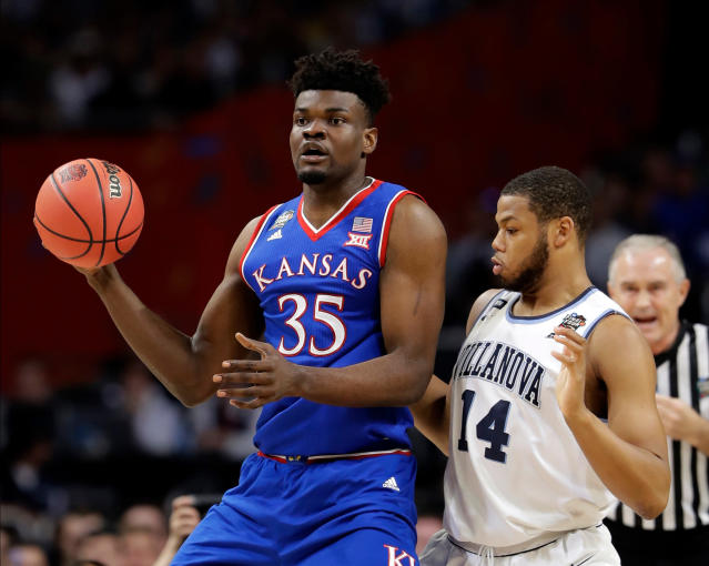 Kansas center Udoka Azubuike, left, passes ahead of Villanova forward Omari Spellman during the first half in the semifinals of the Final Four NCAA college basketball tournament, Saturday, March 31, 2018, in San Antonio. (AP Photo/Eric Gay)