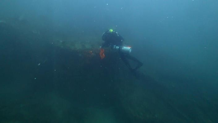 Diver Joe Citelli inspecting the wreck of the SS Cotopaxi. (Photo: Science Channel)