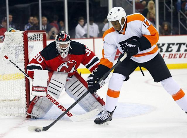 Philadelphia Flyers' Wayne Simmonds (17) controls the puck in front of New Jersey Devils' goalie Martin Brodeur (30) during the first period of an NHL hockey game in Newark, N.J., Saturday, Nov. 2, 2013. (AP Photo/Rich Schultz)