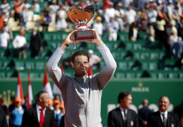 NOG. Roquebrune Cap Martin (France), 22/04/2018.- Rafael Nadal of Spain poses with his trophy after winning against Kei Nishikori of Japan in their final match of the Monte-Carlo Rolex Masters tournament in Roquebrune Cap Martin, France, 22 April 2018. (España, Tenis, Francia, Japón) EFE/EPA/SEBASTIEN NOGIER