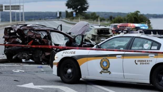 Police arrested a motorist after a collision on Dufferin-Montmorency Highway in Beauport, Que., Thursday. (Frédéric Vigeant/Radio-Canada  - image credit)