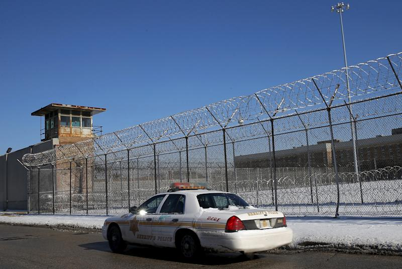 A Cook County Sheriff's police car patrols the exterior of the Cook County Jail in Chicago on Jan. 12, 2016.  (Jim Young / Reuters)