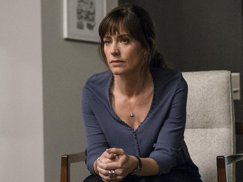 """In this image released by Showtime, Maggie Siff portrays Wendy Rhoades in a scene from the series, """"Billions,"""" airing Sundays at 10 p.m. EST on Showtime. ( Jeff Neumann/Showtime via AP)"""
