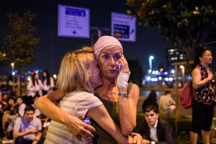 Passengers embrace outside Istanbul's Ataturk airport after a triple suicide bombing and gun attack on June 28, 2016 (AFP Photo/Ozan Kose)