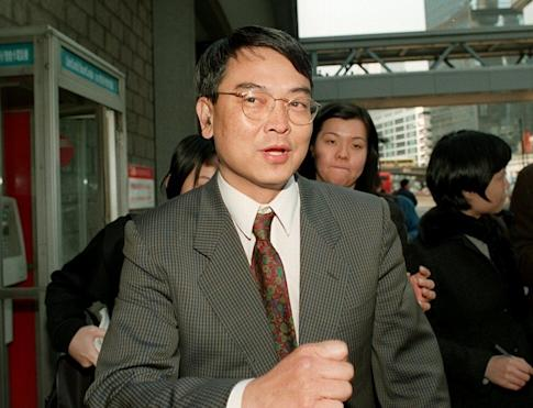 Former tobacco executive Jerry Lui Kin-hong is freed by the Court of Appeal in 1999. Photo: Dickson Lee