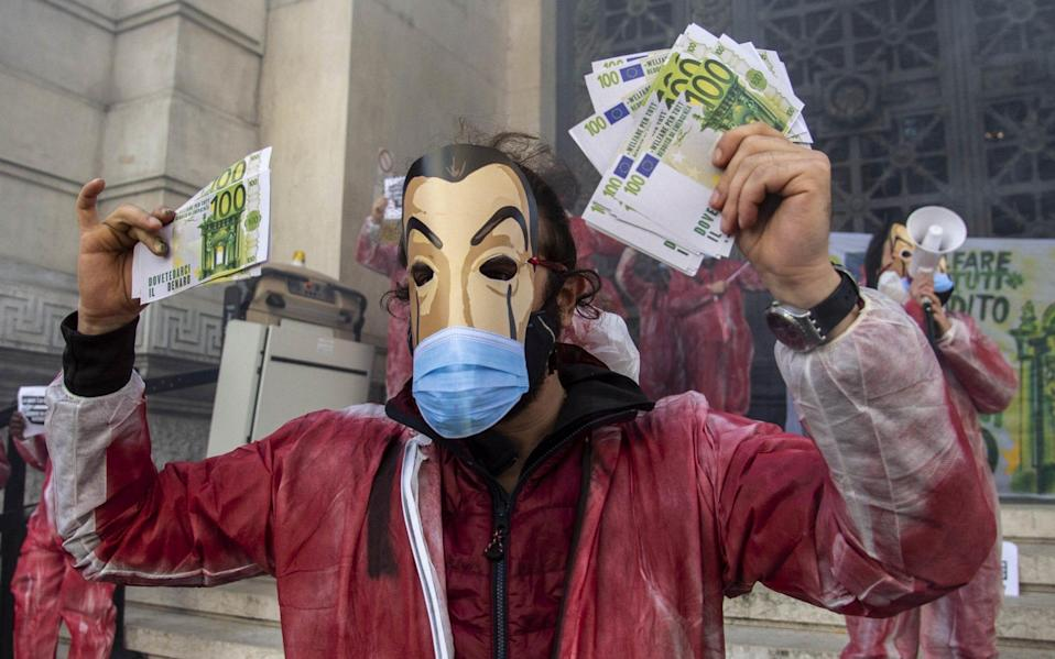 Protesters in Milan demand emergency income and financing during the pandemic