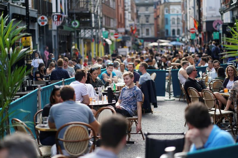 England to require earlier 10 p.m. closing time for pubs, eateries after virus spike