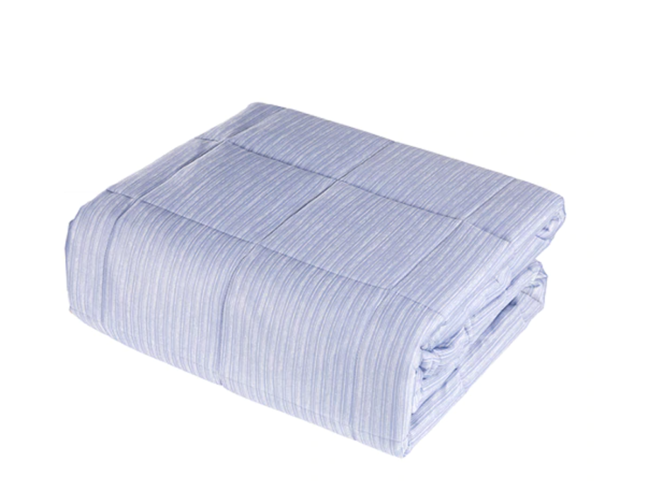 Pur Serenity 15lb Weighted Cooling Blanket. Image via Sport Chek.
