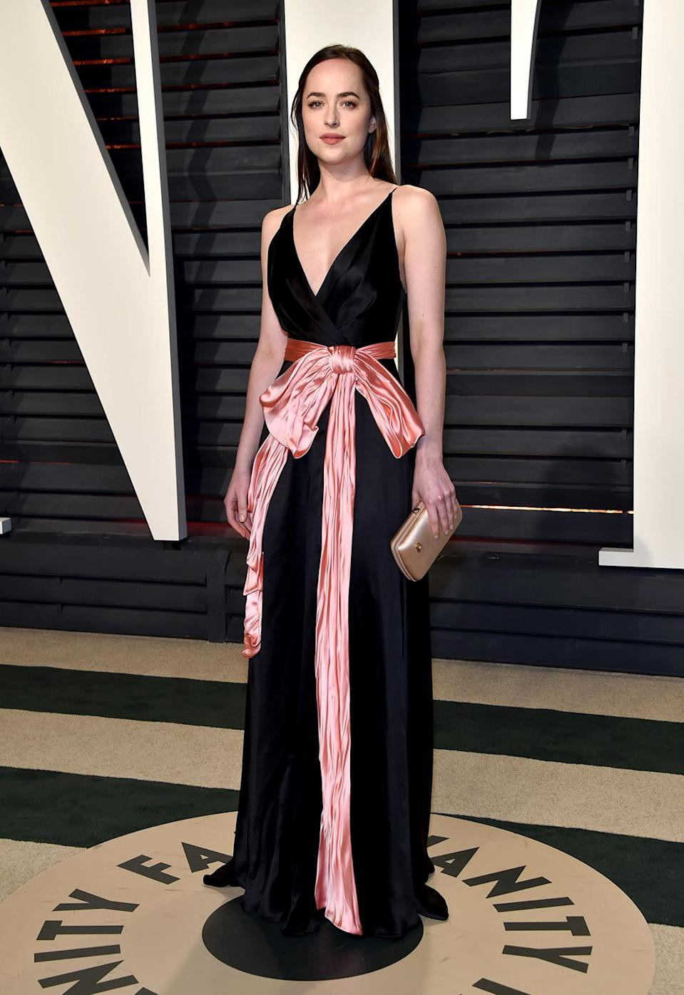 <p>Dakota Johnson attends the 2017 Vanity Fair Oscar Party hosted by Graydon Carter at Wallis Annenberg Center for the Performing Arts on February 26, 2017 in Beverly Hills, California. (Photo by Pascal Le Segretain/Getty Images) </p>