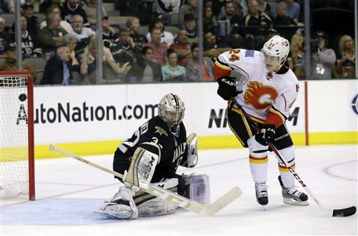 Calgary Flames left wing Jiri Hudler (24) of Czech Republic looks back to see his shot score against Dallas Stars' Kari Lehtonen (32) of Finland in the second period of an NHL hockey game Monday, March 18, 2013, in Dallas. (AP Photo/Tony Gutierrez)
