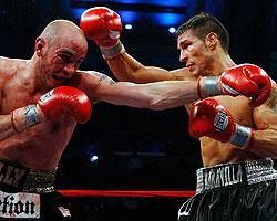 Sergio Martinez (right) beat Kelly Pavlik for the WBC and WBO middleweight titles on Saturday night