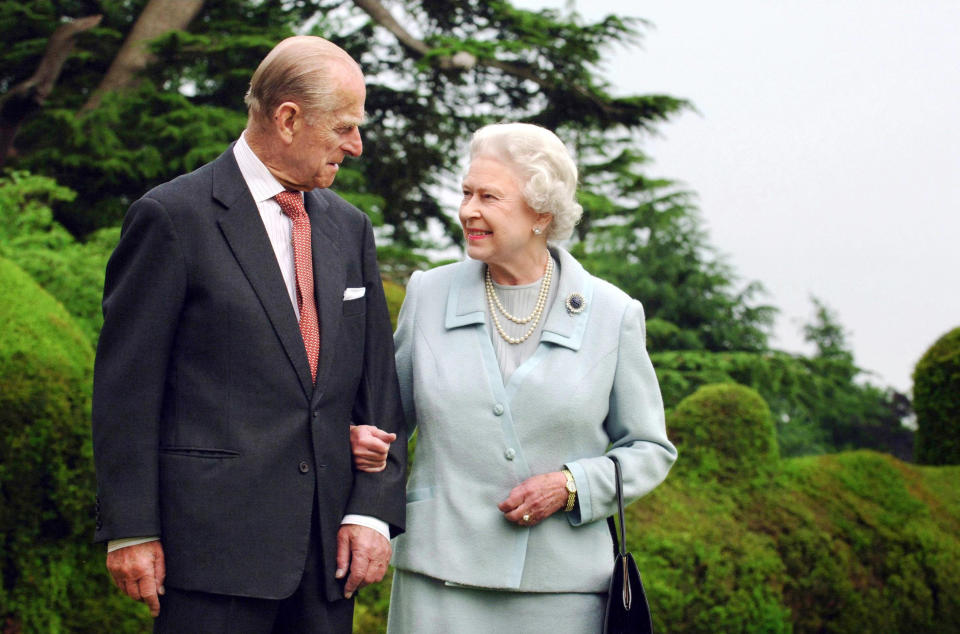 Britain's Queen Elizabeth and Prince Philip, the Duke of Edinburgh walk at Broadlands in Romsey, southern England in this undated photograph taken in 2007. The Queen and Prince Philip will mark their diamond wedding anniversary with a special service of thanksgiving on November 19, 2007.  REUTERS/Fiona Hanson/Pool    (UNITED KINGDOM)