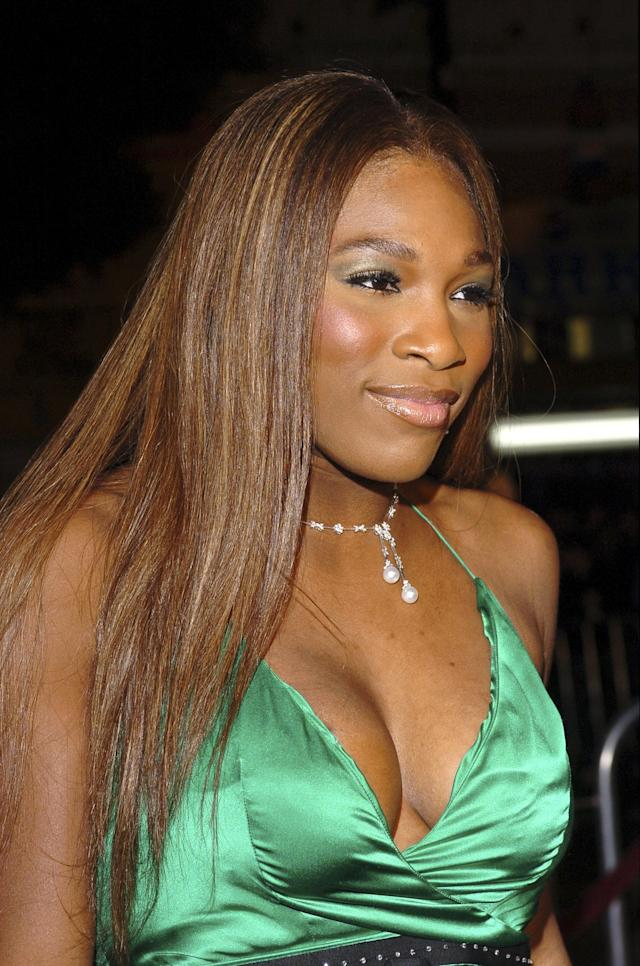 <p>Just a hint of golden-green eye shadow made Williams's makeup really pop, especially in contrast with her sleek, pin-straight hair.</p>