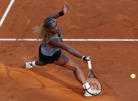 Serena Williams of the U.S. returns the ball to Ana Ivanovic of Serbia during their women's singles semi-final match at the Rome Masters tennis tournament May 17, 2014. REUTERS/Stefano Rellandini