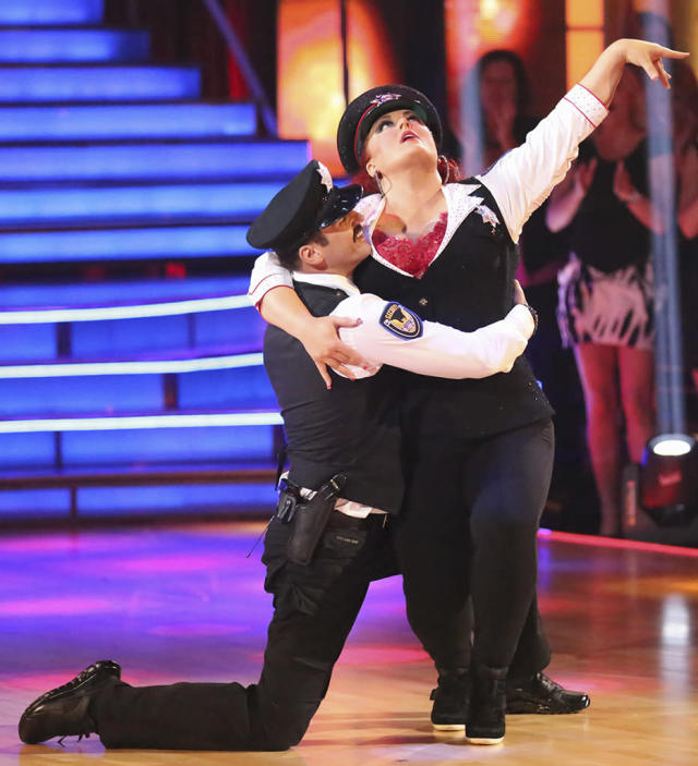 """Tony Dovolani and Wynonna Judd perform on """"Dancing With the Stars."""""""