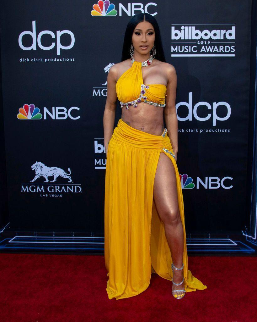 <p>The mother wore a Moschino yellow two-piece. </p>