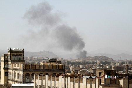Smoke rises after an airstrike in Sanaa, Yemen March 22, 2018. REUTERS/Mohamed al-Sayaghi