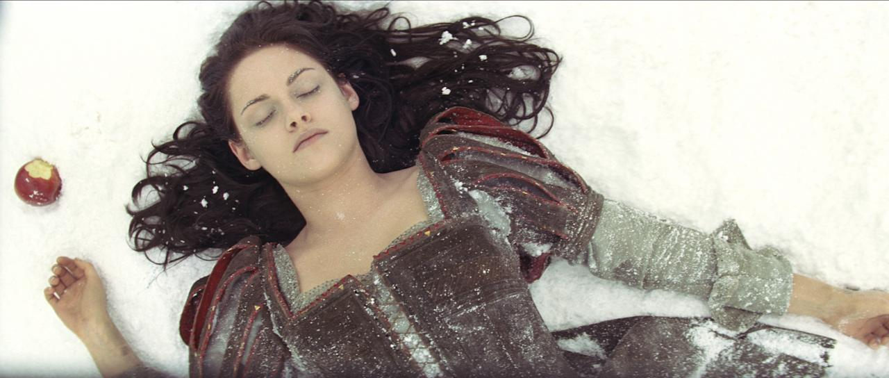 KRISTEN STEWART as Snow White in the epic action-adventure ?Snow White and the Huntsman, the breathtaking new vision of the legendary tale from the producer of Alice in Wonderland.