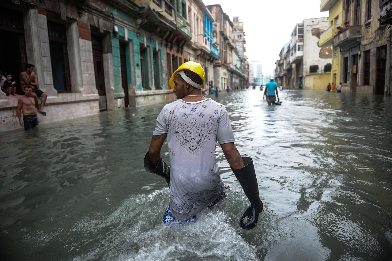 <p>Cubans wade through a flooded street in Havana, on Sept. 10, 2017. (Photo: Yamil Lage/AFP/Getty Images) </p>