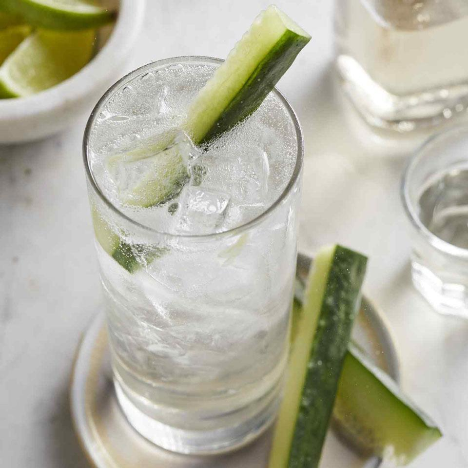 <p>Dried lavender flowers make a fast simple syrup perfect for dressing up a favorite cocktail standby, the good ol' gin and tonic.</p>