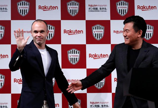 Spain midfielder Andres Iniesta and Hiroshi Mikitani, Chairman and CEO of Rakuten Inc and the owner of Vissel Kobe, attend a news conference to announce signing for J-League side Vissel Kobe in Tokyo, Japan May 24, 2018. REUTERS/Toru Hanai