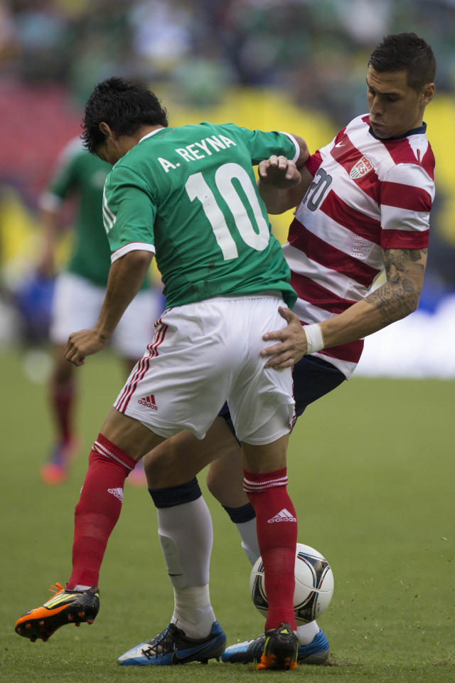 MEXICO CITY, MEXICO - AUGUST 15: Angel Reina of Mexico fights for the ball with Geoff Cameron of the United States during a FIFA friendly match between Mexico and US at Azteca Stadium on August 15, 2012 in Mexico City, Mexico. (Photo by Miguel Tovar/Getty Images)
