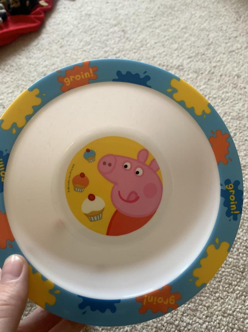 A mum has shared her horror after unwittingly buying a rude Peppa Pig plate. Photo: Twitter/maggyvaneijk.