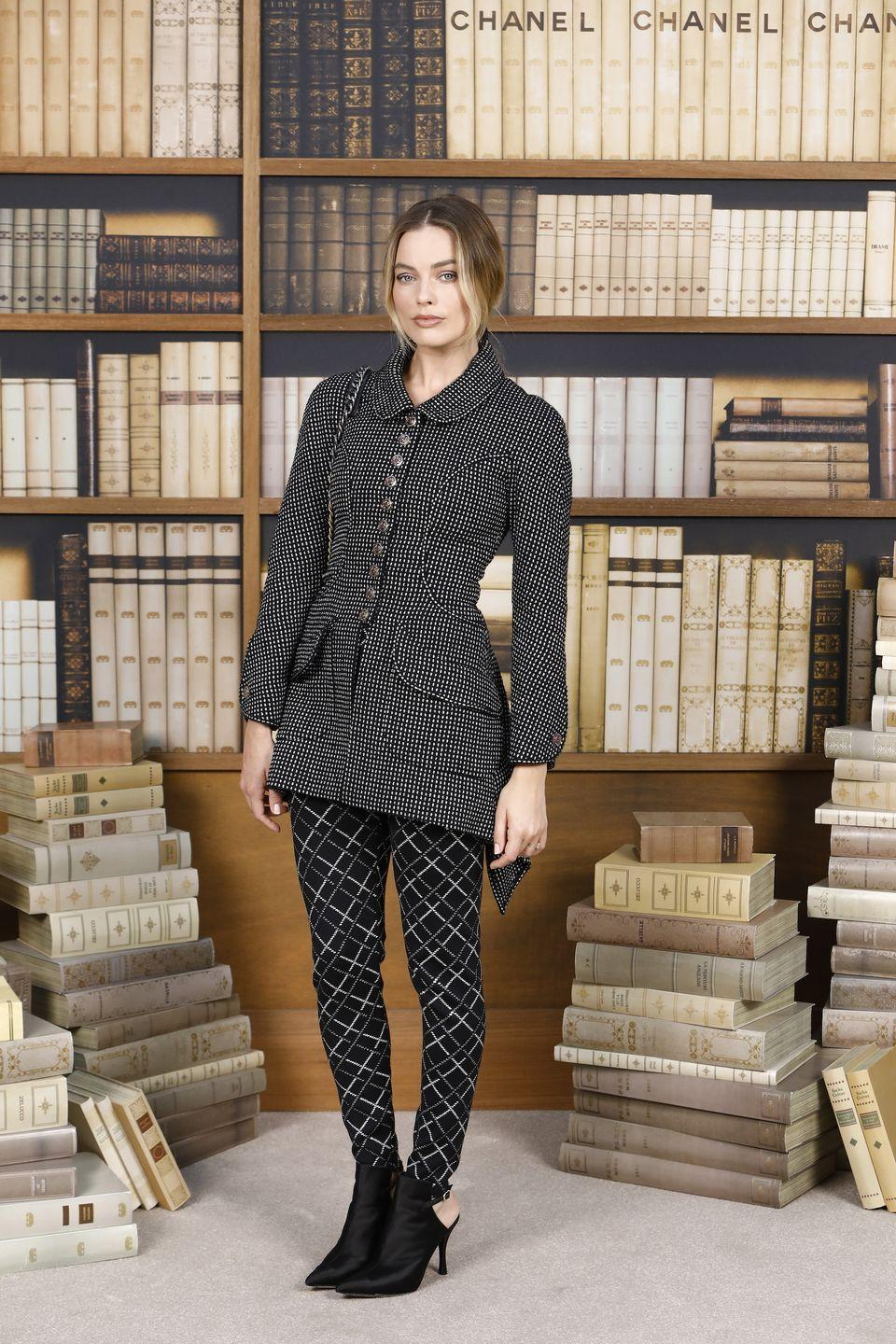 <p>Margot Robbie attends the Chanel photocall as part of Paris Fashion Week - Haute Couture Fall Winter 2020, wearing head to toe Chanel, obviously. </p>