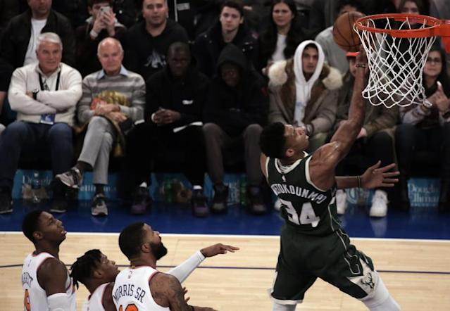 Giannis Antetokounmpo (d). EFE/EPA/PETER FOLEY SHUTTERSTOCK OUT/Archivo