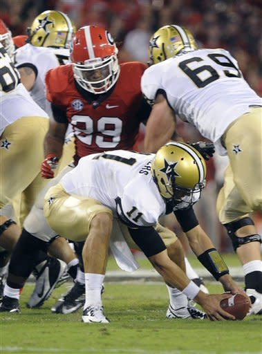 Vanderbilt quarterback Jordan Rodgers (11) scrambles to recover a fumble in the backfield as Georgia linebacker Jarvis Jones (29) pursues during the first half of an NCAA college football game on Saturday, Sept. 22, 2012, in Athens, Ga. (AP photo/John Amis)