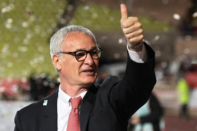Italian coach Claudio Ranieri acknowledges applause from Monaco's supporters following the French league match against Bordeaux, on May 17, 2014 (AFP Photo/Jean Christophe Magnenet)