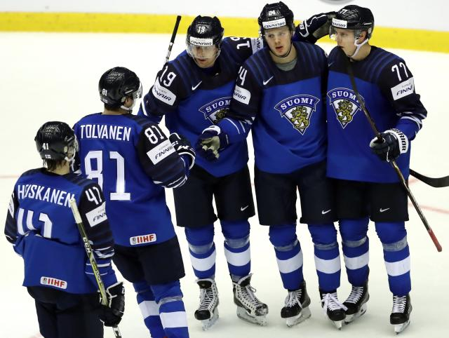 Ice Hockey - 2018 IIHF World Championships - Group B - Finland v USA - Jyske Bank Boxen - Herning, Denmark - May 15, 2018 - Kasperi Kapanen of Finland celebrates with teammates after scoring. REUTERS/David W Cerny