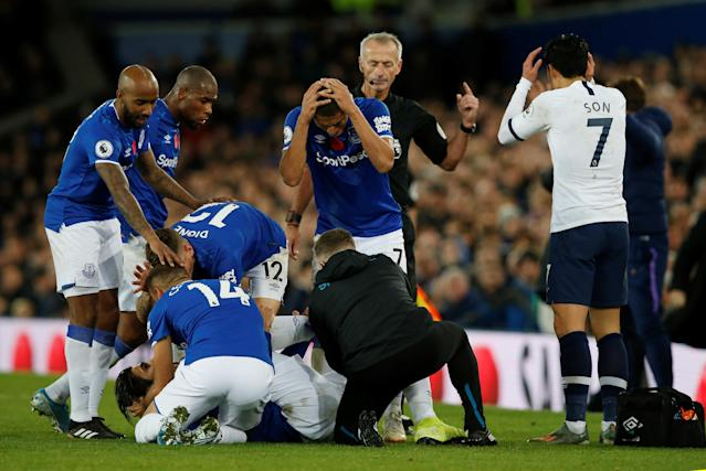 "Everton and <a class=""link rapid-noclick-resp"" href=""/soccer/teams/tottenham-hotspur/"" data-ylk=""slk:Tottenham"">Tottenham</a> players reacted with horror after Everton's André Gomes suffered a gruesome injury in Sunday's Premier League match. (Reuters/Andrew Yates)"
