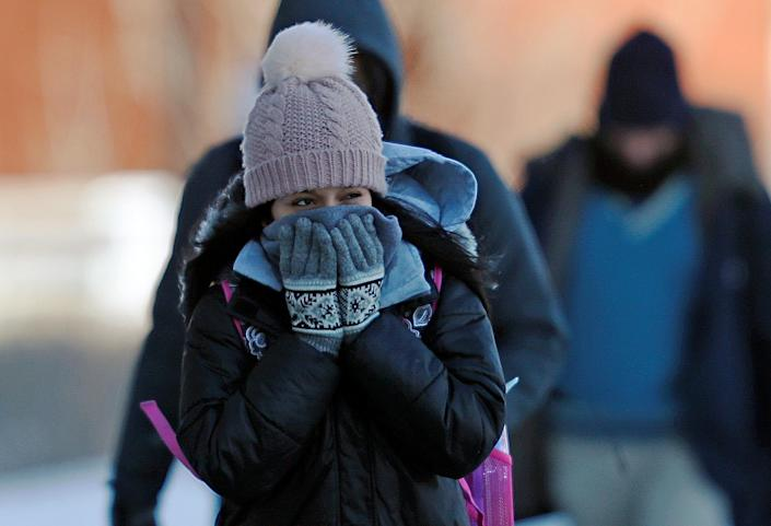 A student reacts to subzero temperatures while walking to class at the University of Minnesota in Minneapolis, Minn., Jan. 29, 2019. (Photo: Eric Miller/Reuters)