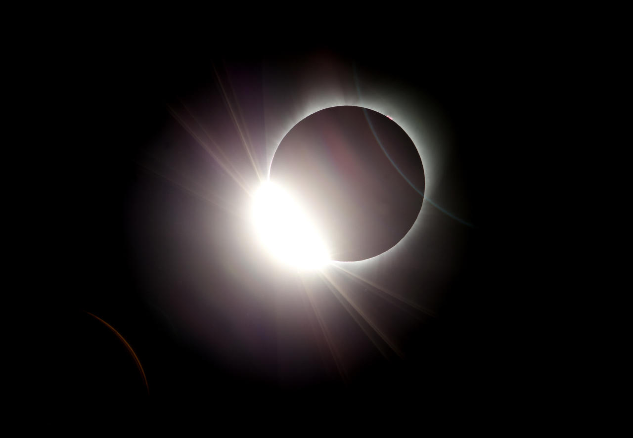 <p>The moon almost totally eclipses the sun during a near total solar eclipse as seen from Salem, Ore. (Photo: Don Ryan/AP) </p>