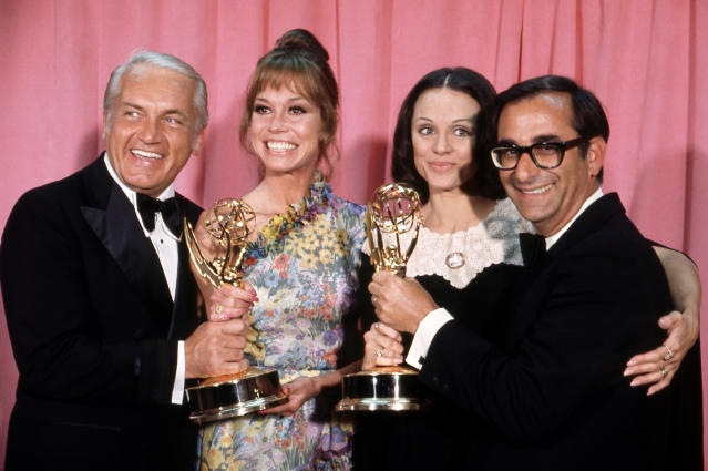 Valerie Harper with fellow Emmy winners Ted Knight, Mary Tyler Moore, and Jay Sandrich at the 1973 Emmy Awards. (Photo: Walt Disney Television via Getty Images)