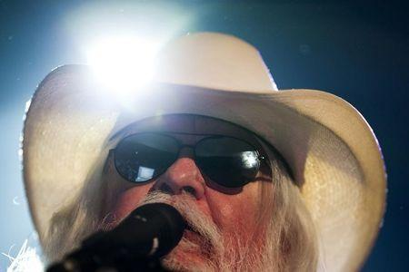 U.S. musician Leon Russell performs onstage during the 45th Montreux Jazz Festival in Montreux July 6, 2011.  REUTERS/Valentin Flauraud