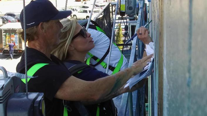 Correspondent Tracy Smith helps out on the restoration of a Wyland mural. / Credit: CBS News