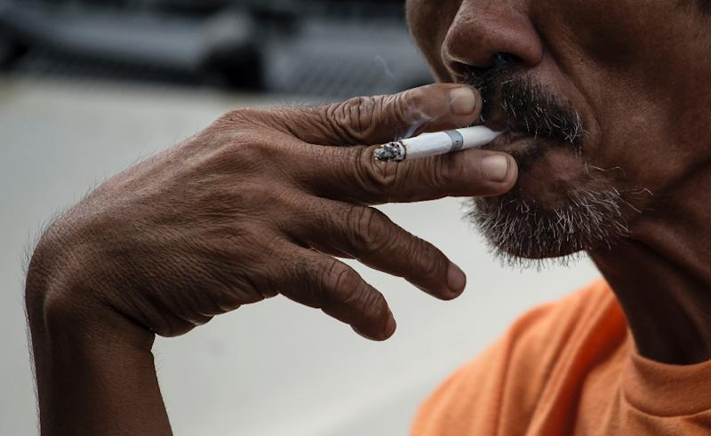 More than 930 million people smoked daily in 2015, compared to 870 million in 1990