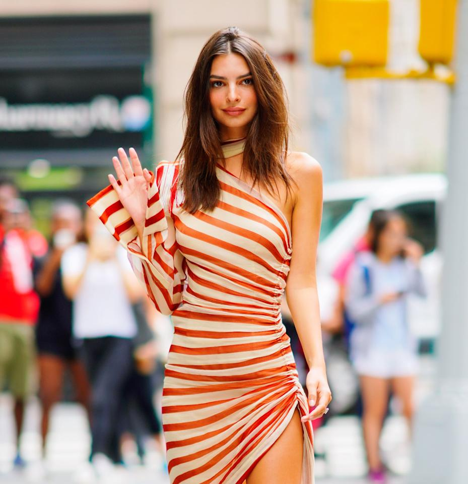 Leave It to Emily Ratajkowski to Find the Perfect Shoes to Go With Her Runway-Approved Dress