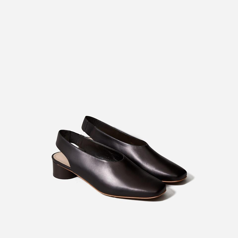 """<p><strong>Everlane</strong></p><p>everlane.com</p><p><a href=""""https://go.redirectingat.com?id=74968X1596630&url=https%3A%2F%2Fwww.everlane.com%2Fproducts%2Fwomens-geo-slingback-black&sref=https%3A%2F%2Fwww.seventeen.com%2Ffashion%2Fg37090791%2Feverlane-summer-sale-best-items%2F"""" rel=""""nofollow noopener"""" target=""""_blank"""" data-ylk=""""slk:Shop Now"""" class=""""link rapid-noclick-resp"""">Shop Now</a></p><p><strong><del>$165</del> $82</strong></p><p>Every capsule wardrobe needs a hero kitten heel. We're partial to this modern slingback. <br></p>"""
