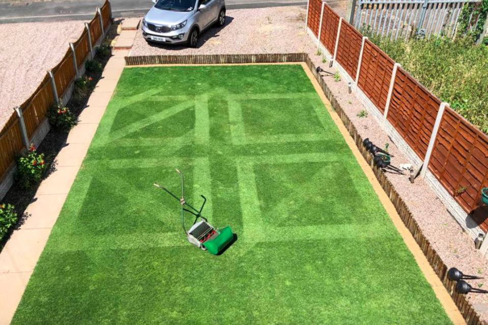 <em>Keith spent 273 hours mowing an amazing geometric pattern (Caters/Keith Smith)</em>